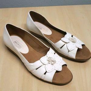 Aerosoles Aerology white floral cushion sandal 11